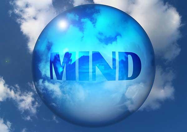 En état de stress, certaines pensées s'invitent de manière récurrente.Des pensées parasites se répètent en boucle sous forme de «petites voix».