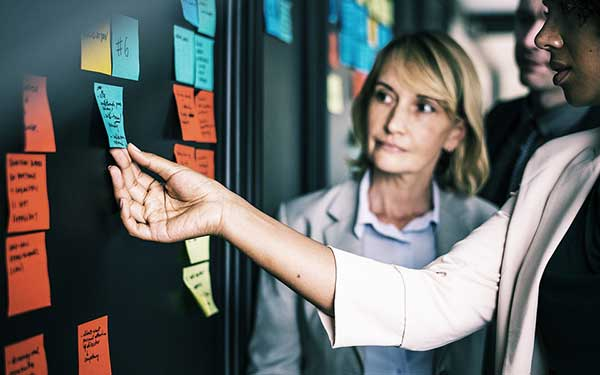 La charge de travail, les impondérables, les mauvais choix qui engendrent des dommages collatéraux qu'il faut gérer, les bons choix qui engendrent des succès qu'il faut gérer également.